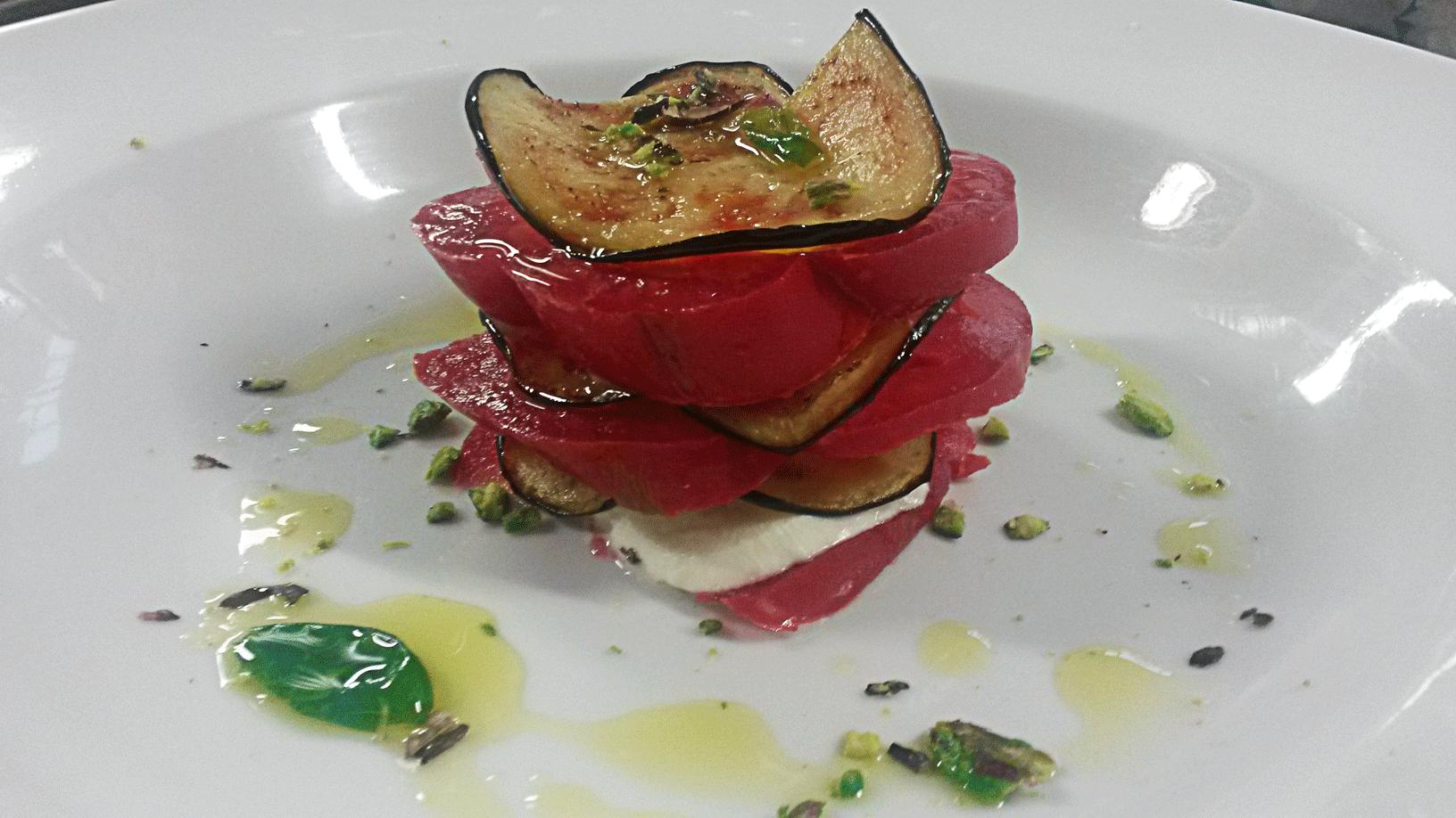 Millefoglie di melanzane con cuore di bue e mozzarella di bufala