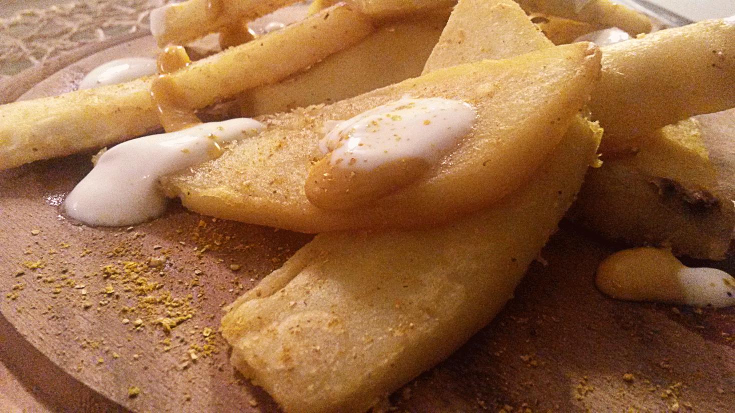 Patate americane con salsa al curry e yogurt greco
